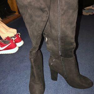 High heel suade black boots